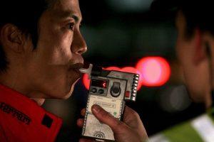 Actualmente se han implementado técnicas para combatir el abuso del alcohol en las ciudades, como por ejemplo el alcoholimetro Foto:Getty Images. Imagen Por: