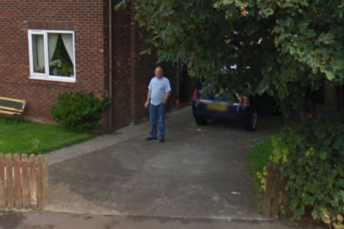 Pero ¿este hombre que solo fuma? El problema es que su foto se hizo viral porque le prometió a su mujer dejar de fumar. Foto:vía Google Street View. Imagen Por: