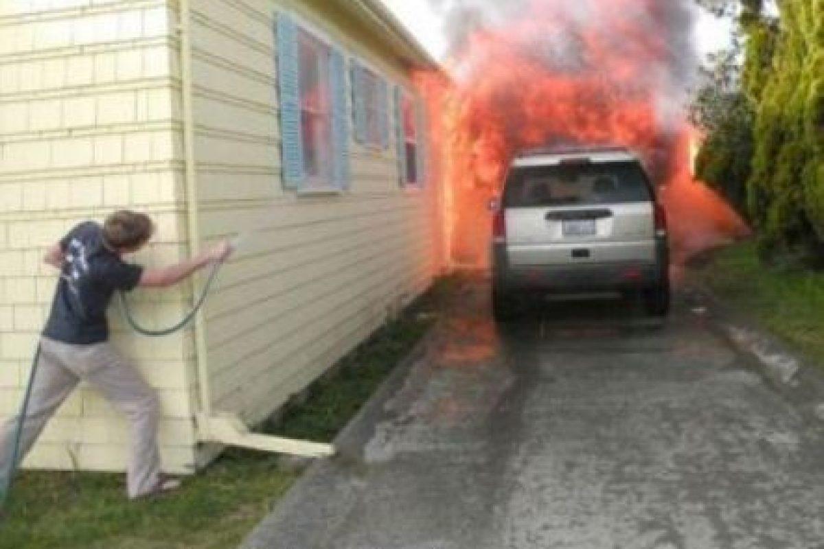 O su camioneta puede incendiarse Foto:Desmotivacion. Imagen Por: