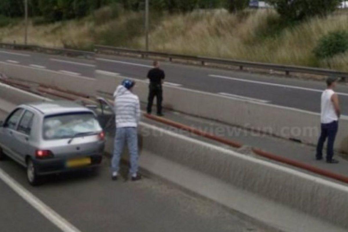 Sí, ya saben, gente haciendo sus necesidades en la vía pública. Foto:vía Google Street View. Imagen Por: