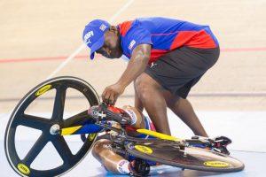 La ciclista cubana Lisandra Guerra sufrió una dura caída durante los Juegos Panamericanos de Toronto. Foto:AFP. Imagen Por: