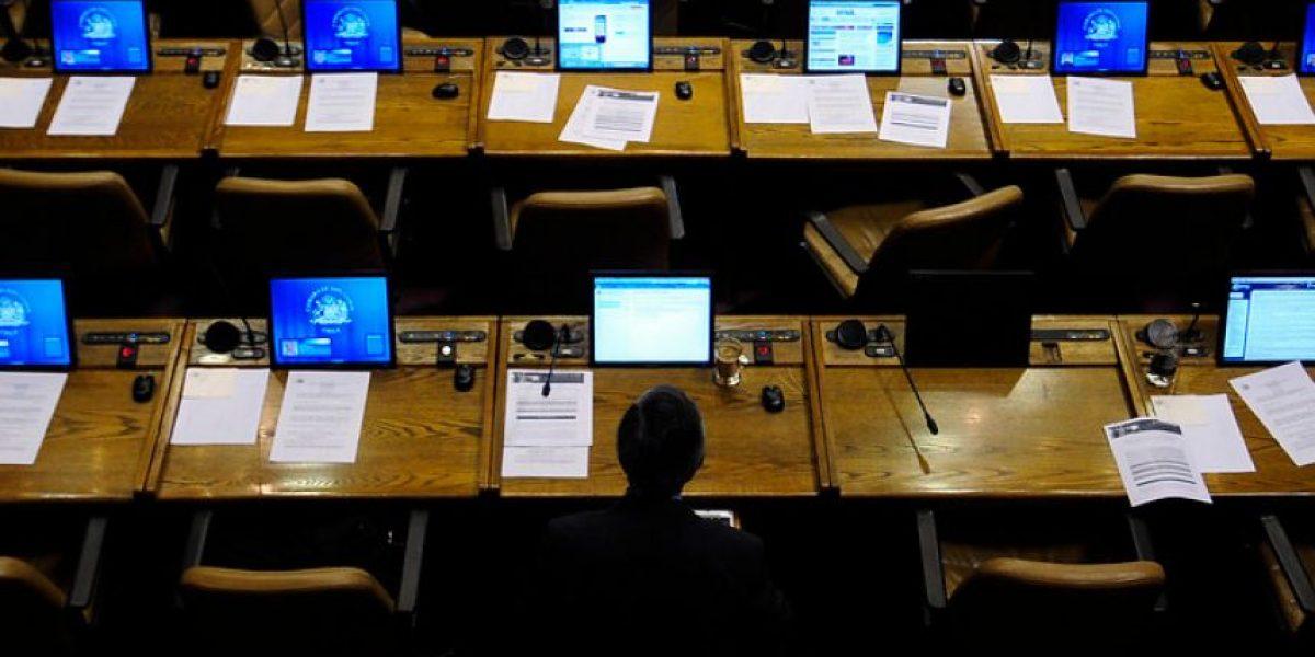 Suspenden sesión de polémico proyecto por ausencia de diputados