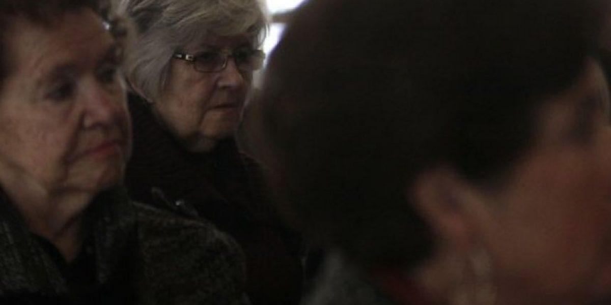 Adultos mayores gastan un 60% de su sueldo en salud y calefacción