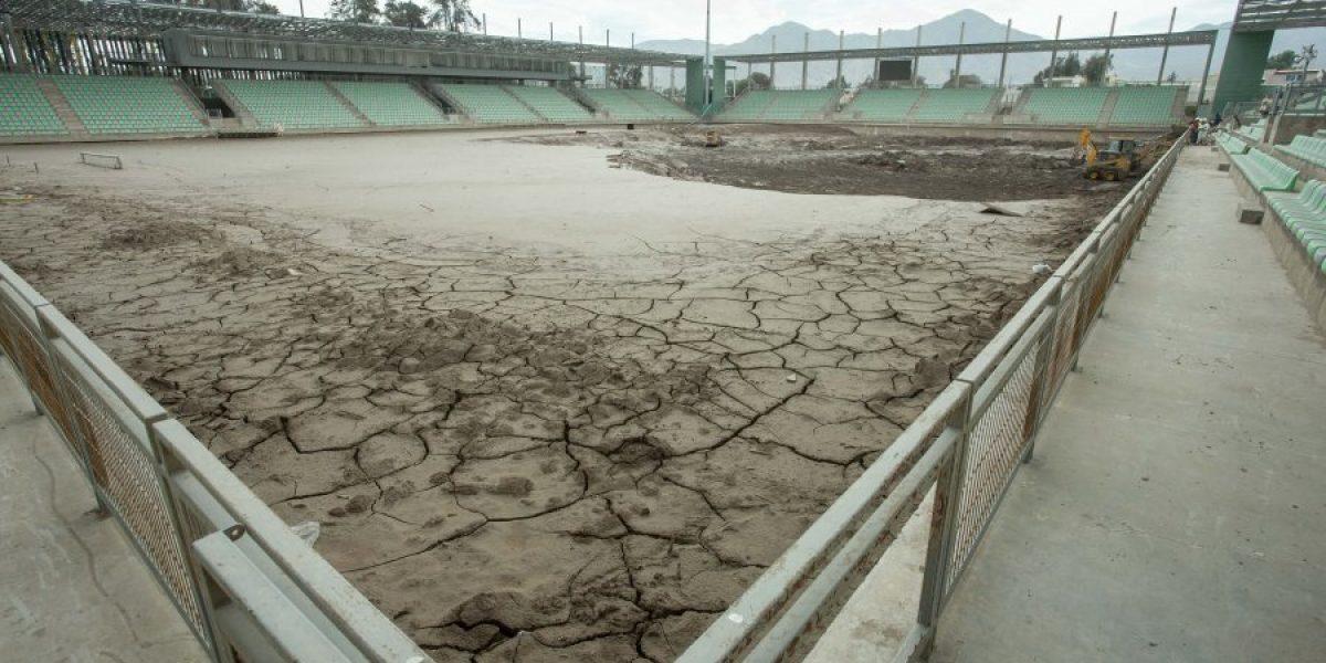 El deplorable estado en el que continúa el estadio de Copiapó tras el aluvión