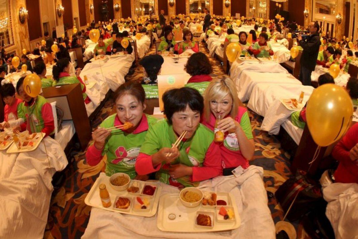 La mayor cantidad de personas desayunando en la cama. Foto:Getty images. Imagen Por: