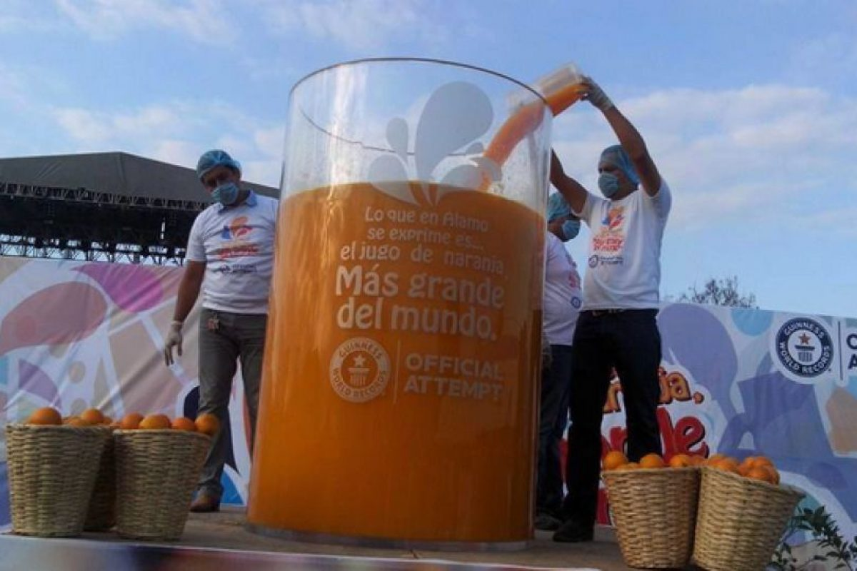 El jugo de naranja más grande del mundo. Foto:Vía guinnessworldrecords.es. Imagen Por: