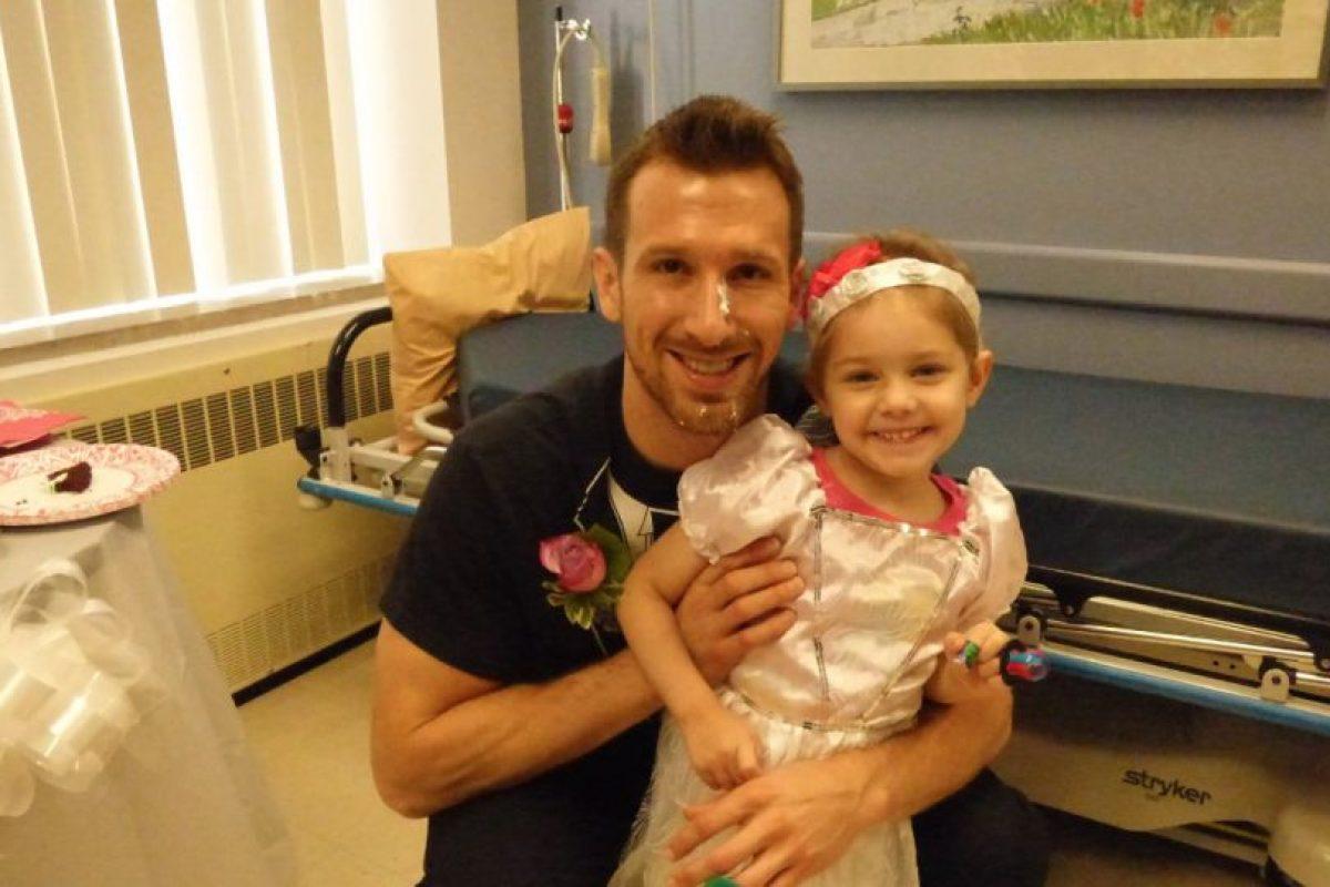 Que está con un buen hombre que cuida de ella. Foto:vía Amazing Abby/Facebook. Imagen Por:
