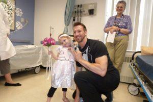 Ese fue un momento muy feliz para la niña. Foto:vía Amazing Abby/Facebook. Imagen Por: