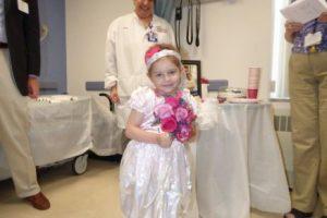 Pero a pesar de eso ,se casó. Foto:vía Amazing Abby/Facebook. Imagen Por: