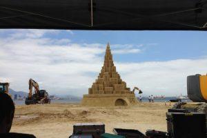El castillo de arena más grande del mundo. Foto:Vía guinnessworldrecords.es. Imagen Por:
