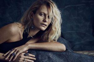 Pero Poppy también ha aparecido en revistas de moda. Foto:vía Vogue. Imagen Por: