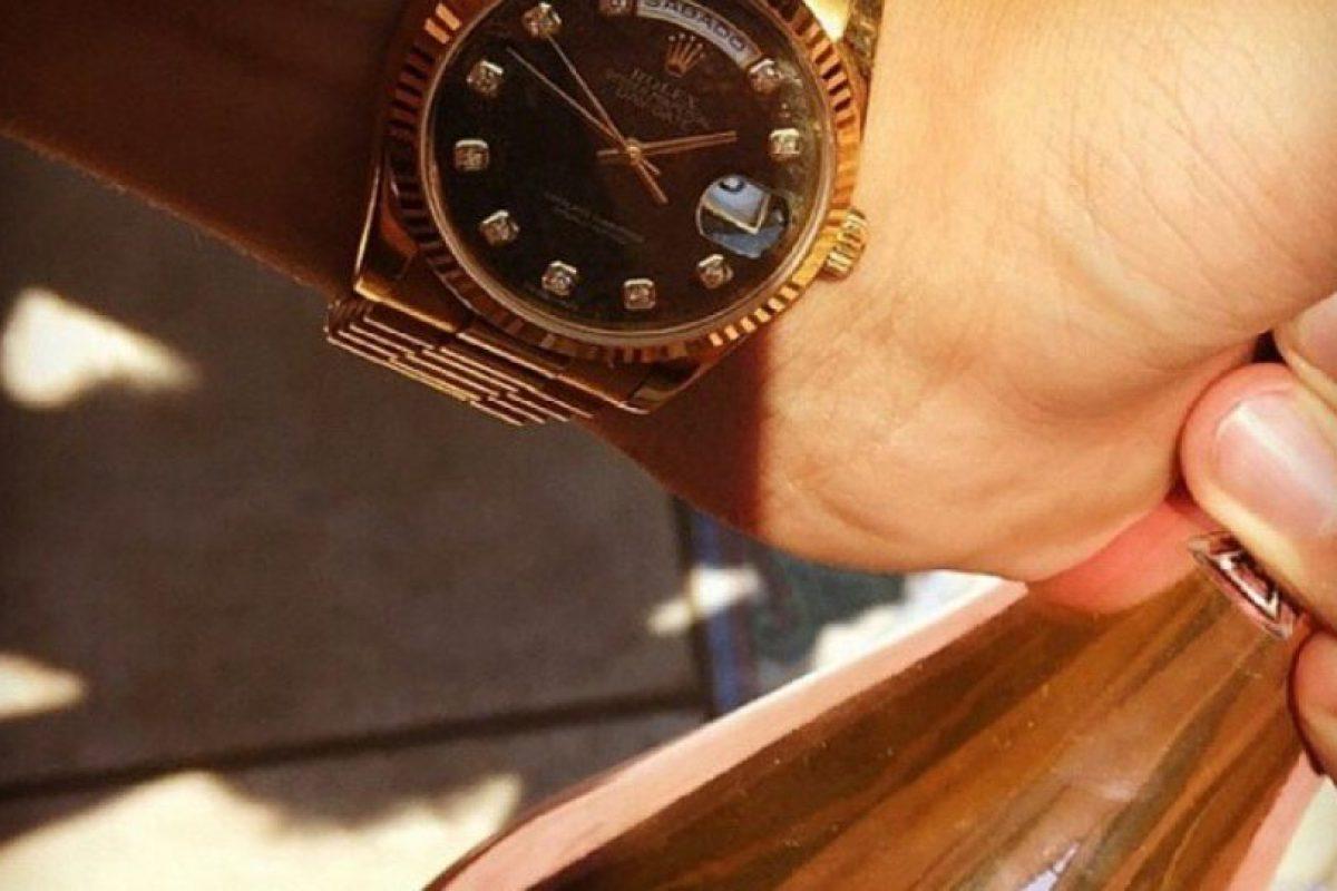 Relojes de oro y ostentación porque el estatus es lo que cuenta. Foto:Instagram/RKOMC. Imagen Por: