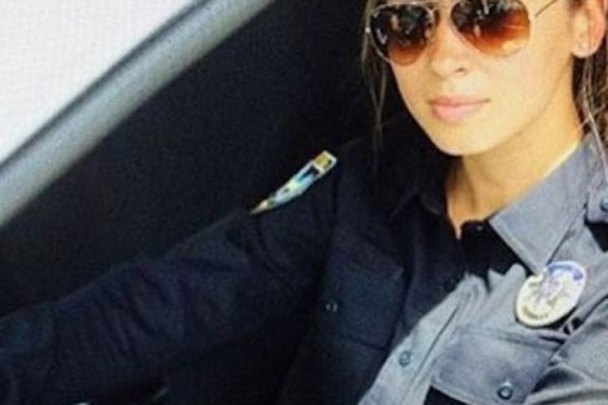 """El Departamento de Policía de Kiev contrató a personas altamente atractivas para desempeñar estas funciones y lanzar la campaña #селфізкопом, que significa """"#Selfieconunpolicía"""". Foto:Instagram.com/kiev_police. Imagen Por:"""