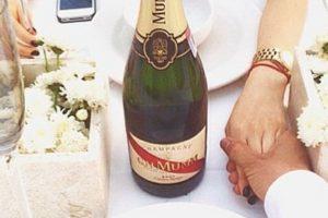 Aquí, en una fiesta donde los asistentes debían ir de blanco (qué original). Foto:Instgram/RKOMC. Imagen Por: