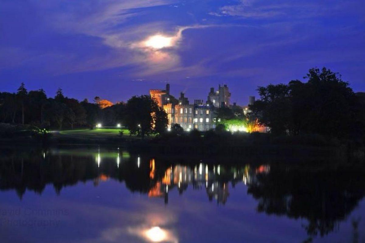 Tiene la opción de cenar en el castillo o al aire libre Foto:Facebook.com/dromolandcastle. Imagen Por: