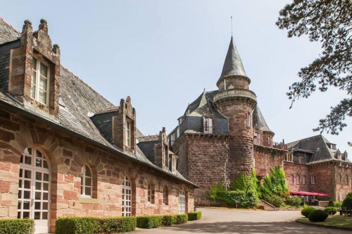 Cuenta con una piscina exterior Foto:Facebook.com/pages/Château-de-Castel-Novel. Imagen Por: