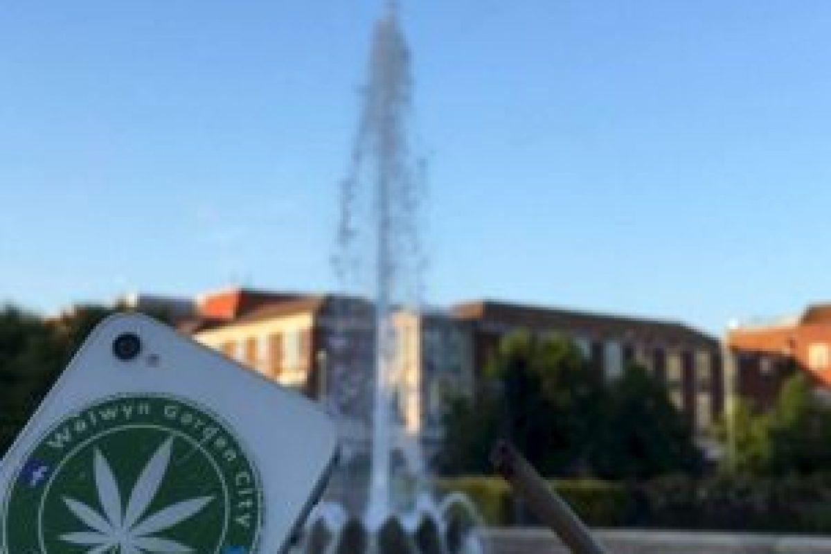 En redes sociales publican imágenes de stickers y cigarros Foto:Facebook.com/pages/Welwyn-Garden-City-Cannabis-Club. Imagen Por: