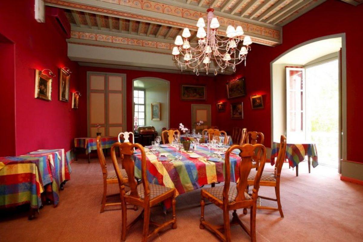 También ofrece servicios especiales para celebrar bodas en su interior Foto:Facebook.com/pages/Château-de-Castel-Novel. Imagen Por: