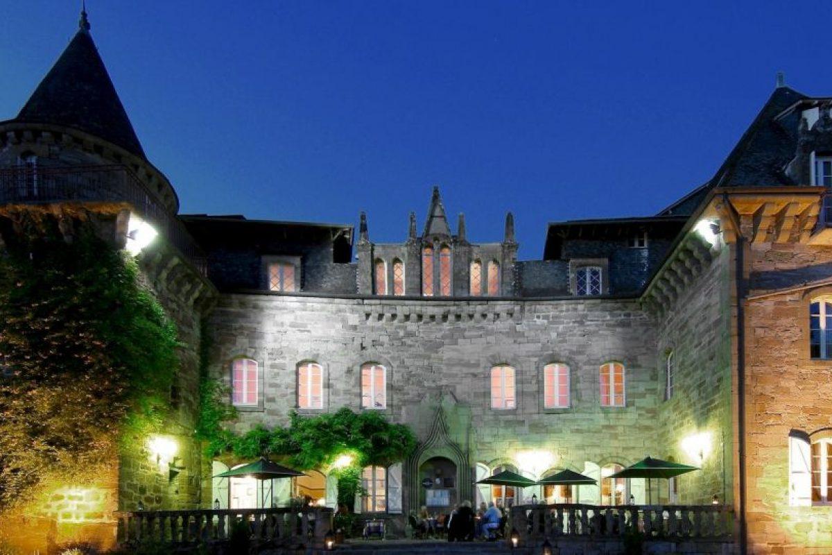 Espacio para jugar tenis o Golf Foto:Facebook.com/pages/Château-de-Castel-Novel. Imagen Por: