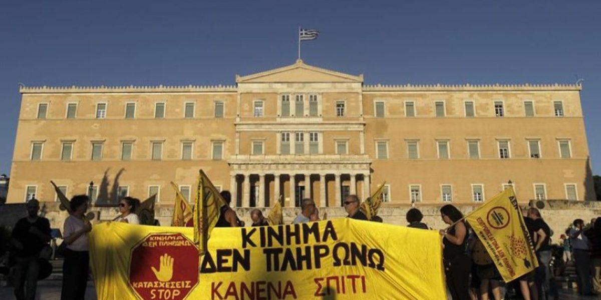 Sindicatos se manifiestan en Atenas contra aprobación de reformas