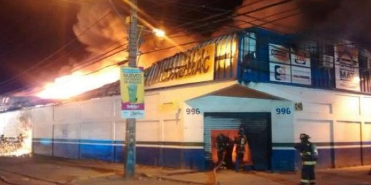 Bomberos combatió violento incendio en San Bernardo