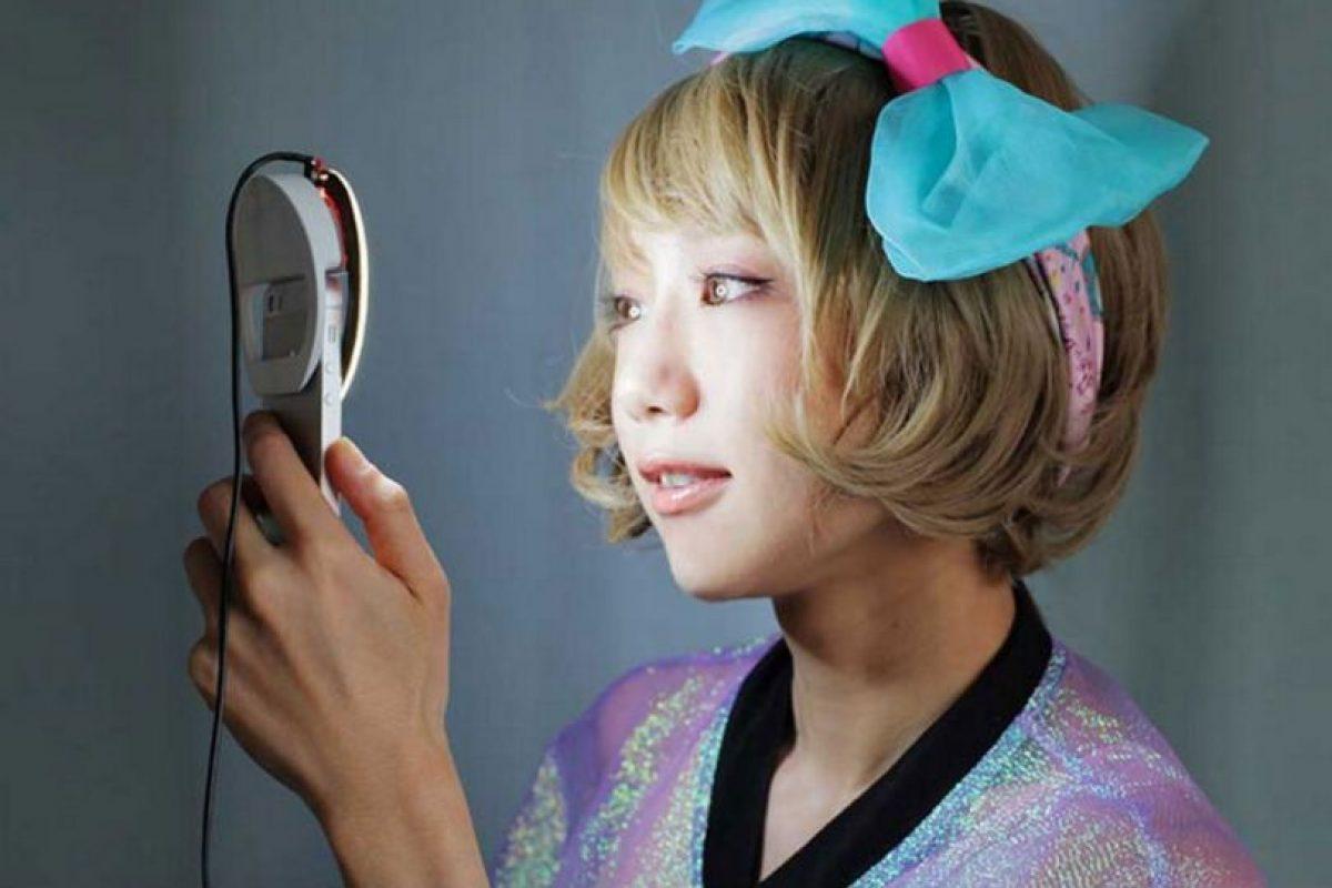 Así luce Kira, el aro para móviles que perfecciona los selfies Foto:Kira. Imagen Por:
