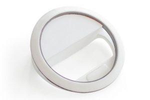El anillo brillante tomó como base la iluminación usada en las cámaras fotográficas profesionales Foto:Kira. Imagen Por: