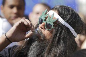 La marihuana disminuye la presión intraocular que causa esta enfermedad. Foto:Getty Images. Imagen Por: