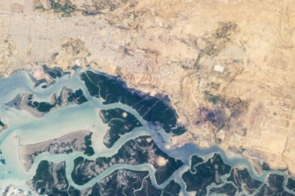 Desde la Estación Espacial Internacional, la zona industrial de Korangi, en Medio Oriente. Foto:Vía nasa.gov. Imagen Por: