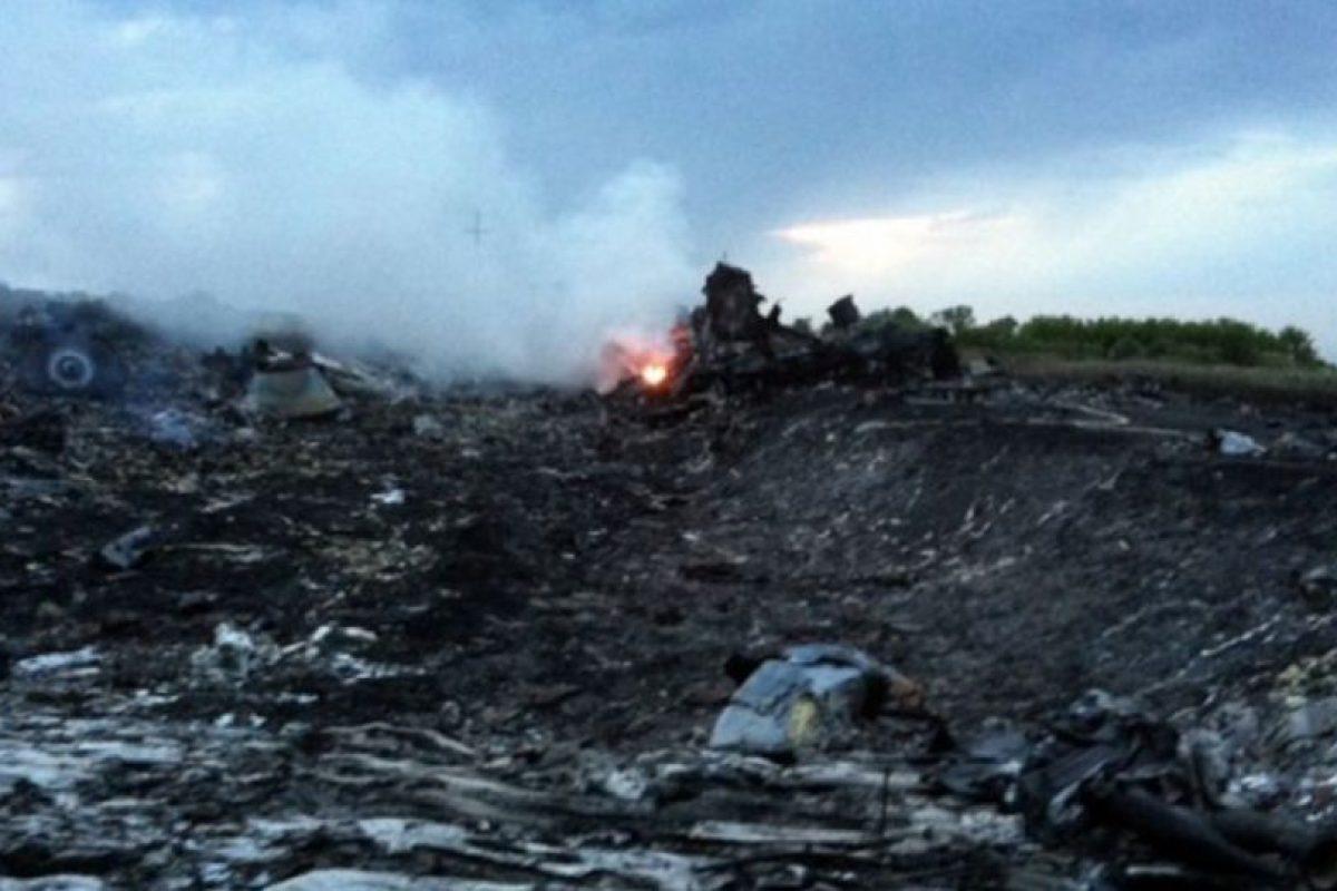 El avión explotó sobre Grávobo, Ucrania. Foto:vía AP. Imagen Por: