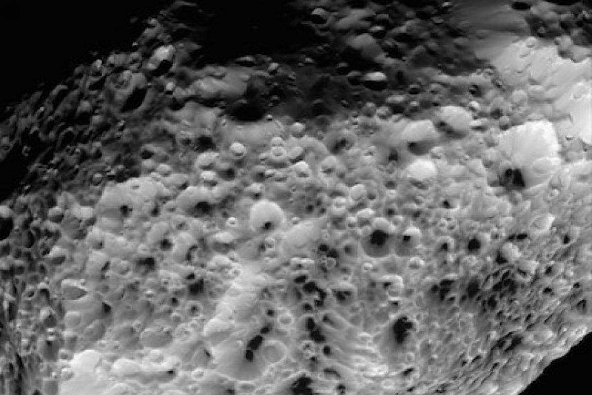 La luna Hyperion de Saturno Foto:Instagram.com/NASA. Imagen Por: