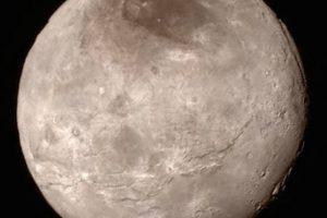 15 de julio: La luna Charon, en Plutón Foto:Instagram.com/NASA. Imagen Por: