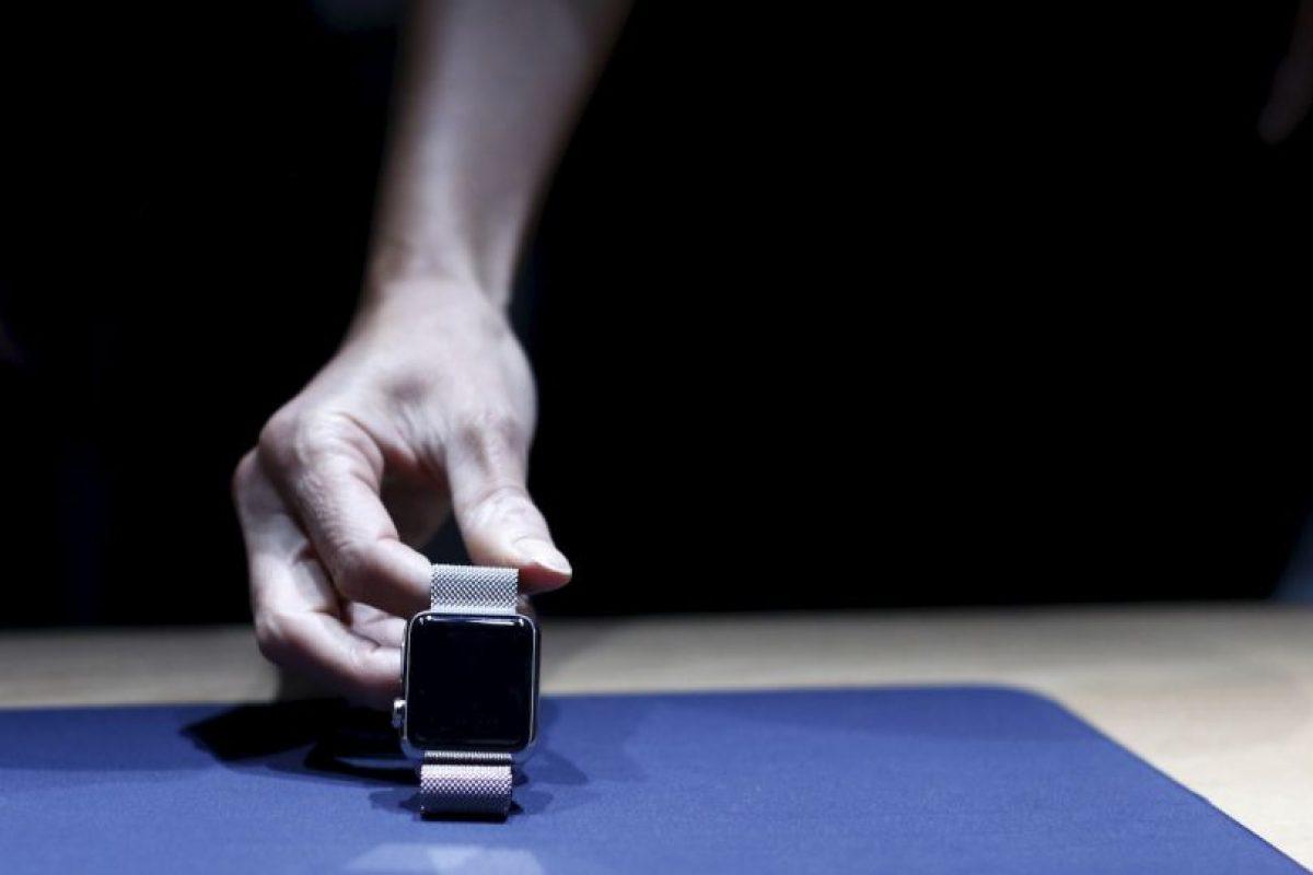"""Esperen un segundo ¿No es la promesa del Apple Watch ayudarnos a estar en el momento, centrado en la gente a mi alrededor. Entonces, ¿Por qué de repente me siento tan distraído?"""" Foto:Getty Images. Imagen Por:"""