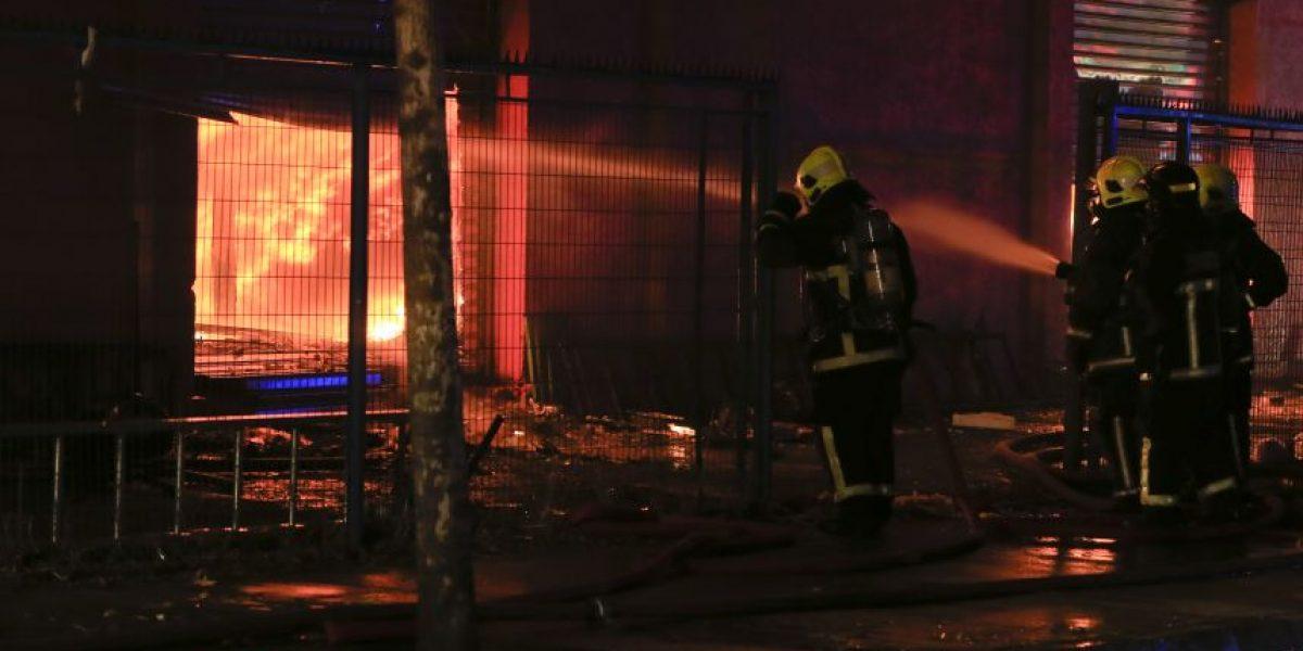 Bomberos fueron agredidos mientras combatían incendio en Padre Hurtado