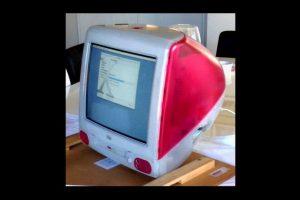 Despúes de ese año, comenzaría su ascenso con la iMac G3, el computador de escritorio que tuvo mucho éxito por su diseño Foto:Apple. Imagen Por: