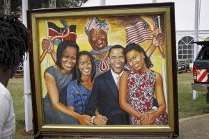 Las pinturas parte de una exposición con motivo de la llegada del presidente Foto:AP. Imagen Por: