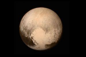 El equipo de la nave ha permitido tomarlas mejores imágenes nunca vistas de Plutón. De hecho ayer la NASA compartió la imagen más cercana de Plutón que se haya tomado. Y en abril envió la primera foto a color de este cuerpo celeste. Foto:AFP. Imagen Por: