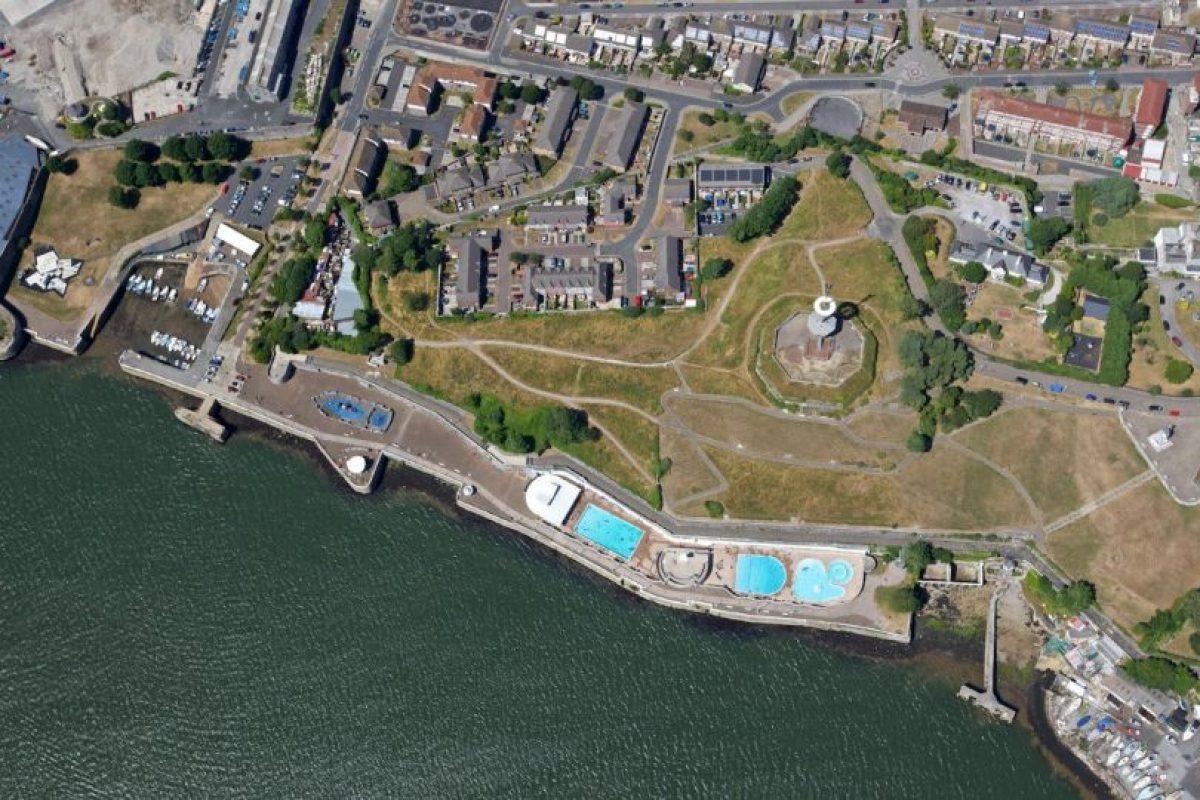 En la base naval Devonport de Plymouth, cuando sus colegas los dejaron encerrados accidentalmente. Foto:Vía facebook.com/Devonport-Plymouth. Imagen Por: