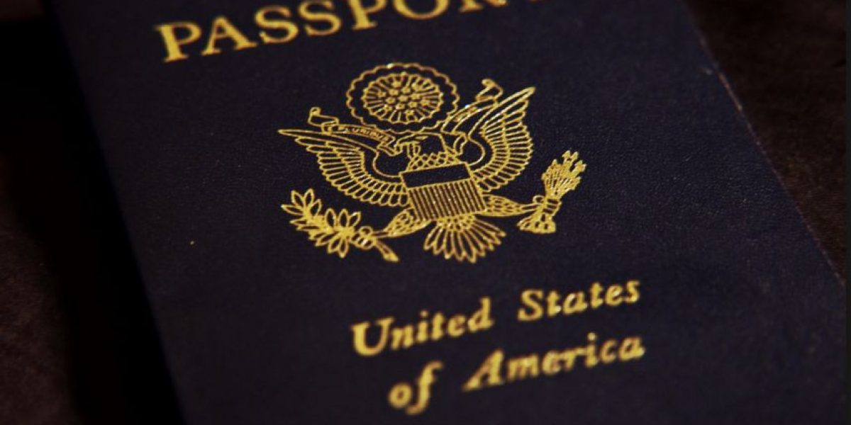 Inmigrantes demandan a Texas por retener certificados de nacimiento de sus hijos