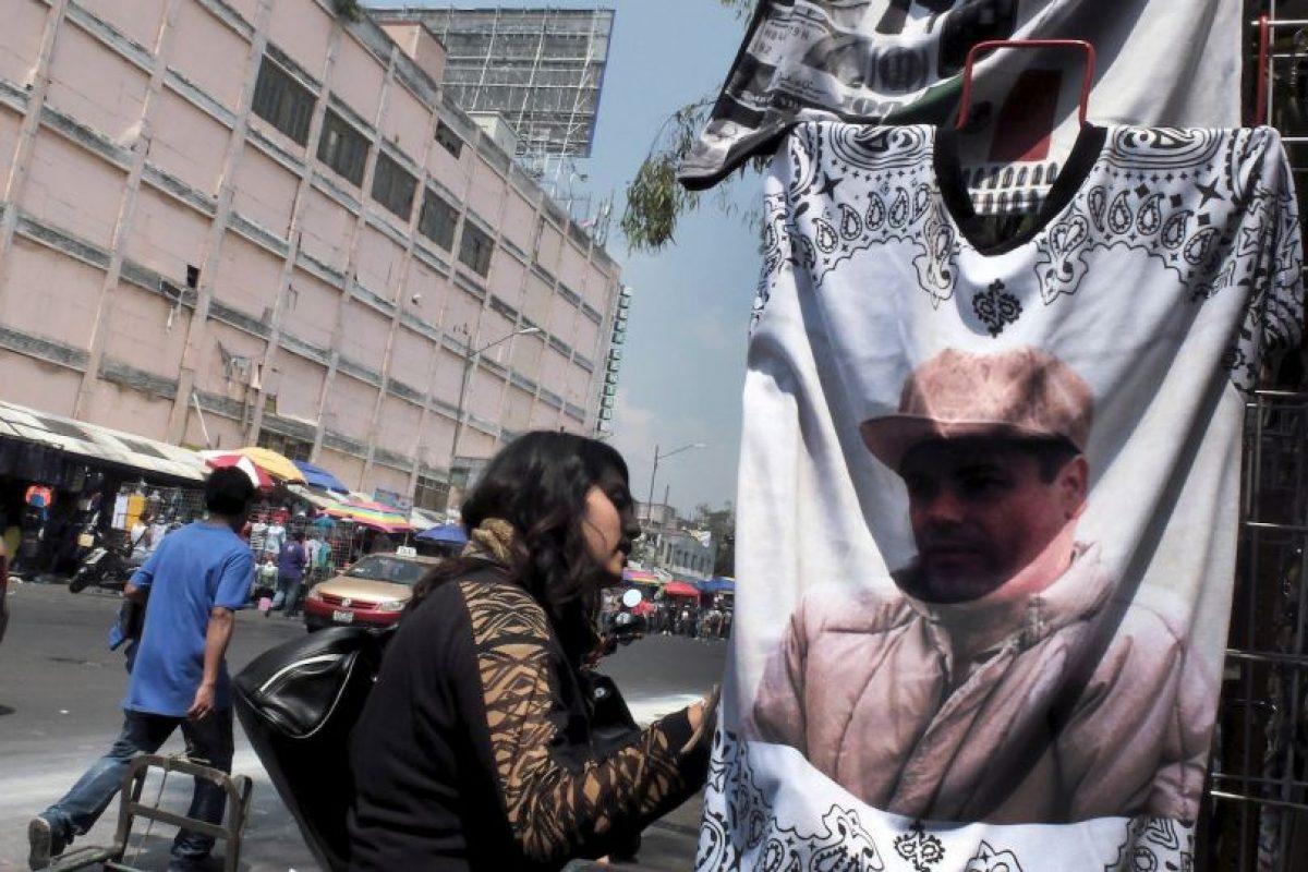 La portada salió días antes de la captura de Guzmán Loera en febrero de 2014 Foto:AFP. Imagen Por: