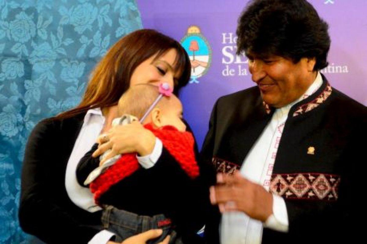 Victoria y Trilce con el presidente de Bolivia Evo Morales. Foto:Facebook.com/pages/Victoria-Donda-Pérez. Imagen Por: