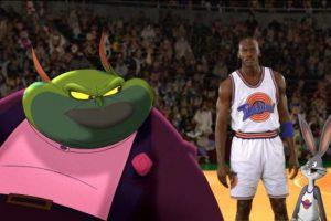 Para defenderse, Bugs Bunny y sus amigos los retan a un partido de baloncesto y los extraterrestres le roban sus habilidades a diversos profesionales de la NBA. Foto:Getty Images. Imagen Por: