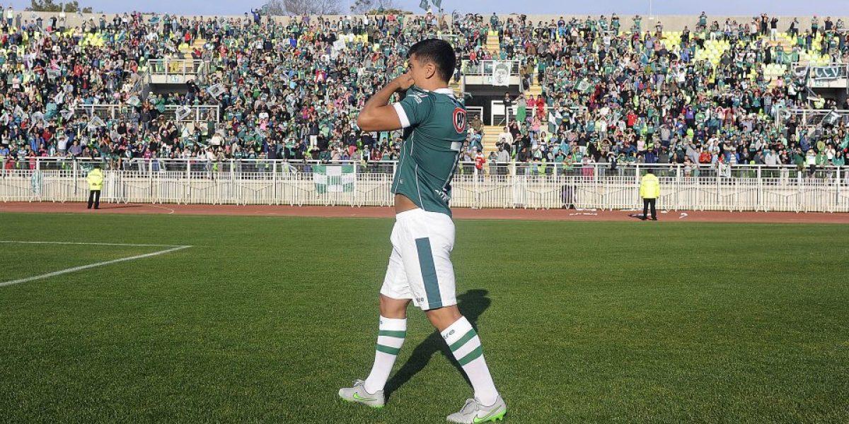 Un emocionado David Pizarro fue presentado en Santiago Wanderers