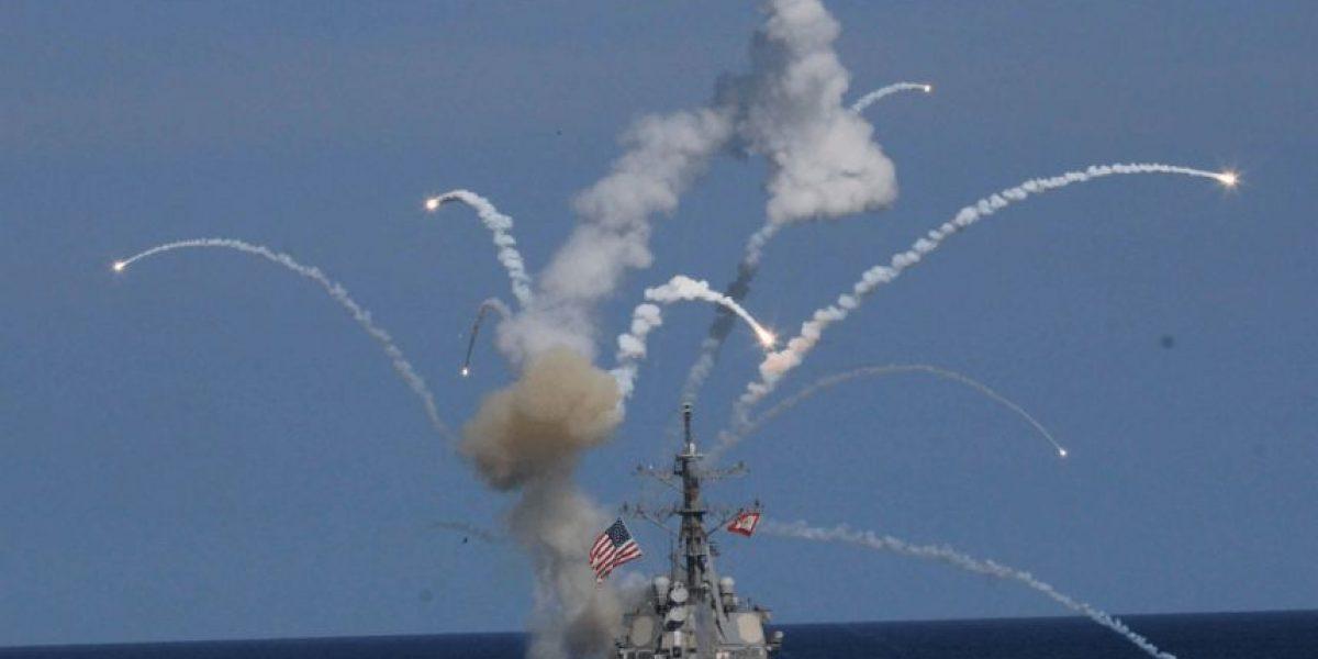 El impresionante momento en que un misil estalla cerca de un barco