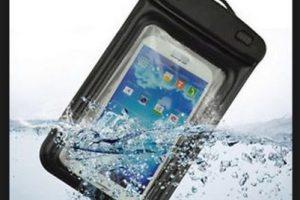 Las inmersiones con este tipo de productos no son recomendables ya que pueden sufrir deterioros y permitir la entrada de agua Foto:Dry Case. Imagen Por: