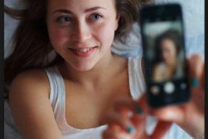 Muchas de las fotografías son tomadas por las propias personas que aparecen en ella (son selfies). Foto:Getty Images. Imagen Por: