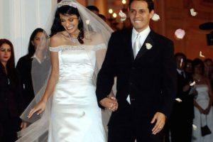 Luego de cinco años de matrimonio, en 2004, el cantante y la modelo puertorriqueña se divorciaron. Foto:vía Getty Images. Imagen Por: