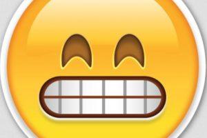 Burla o chiste: Aunque es parecido, en realidad se trata de una cara muy feliz. Foto:Emojipedia. Imagen Por: