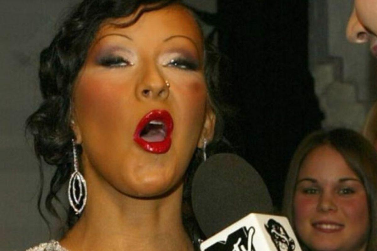 Christina Aguilera, con su maquillador de peor enemigo. Foto:vía Getty Images. Imagen Por:
