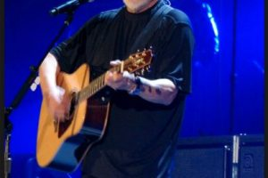 Por lo que este el cantante abandonó la tienda Foto:Wikicommons. Imagen Por: